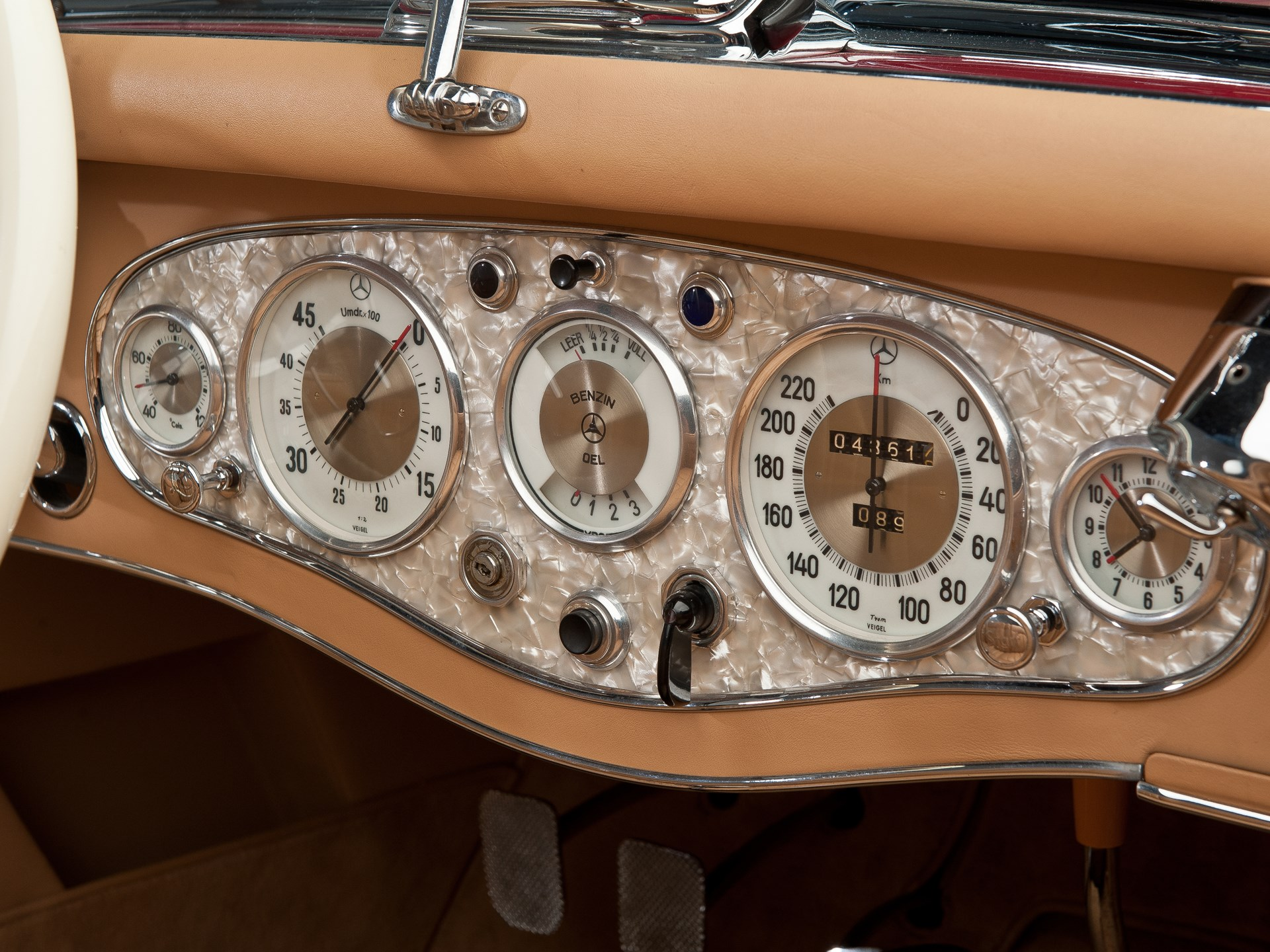 1935 Mercedes-Benz 500k gauges