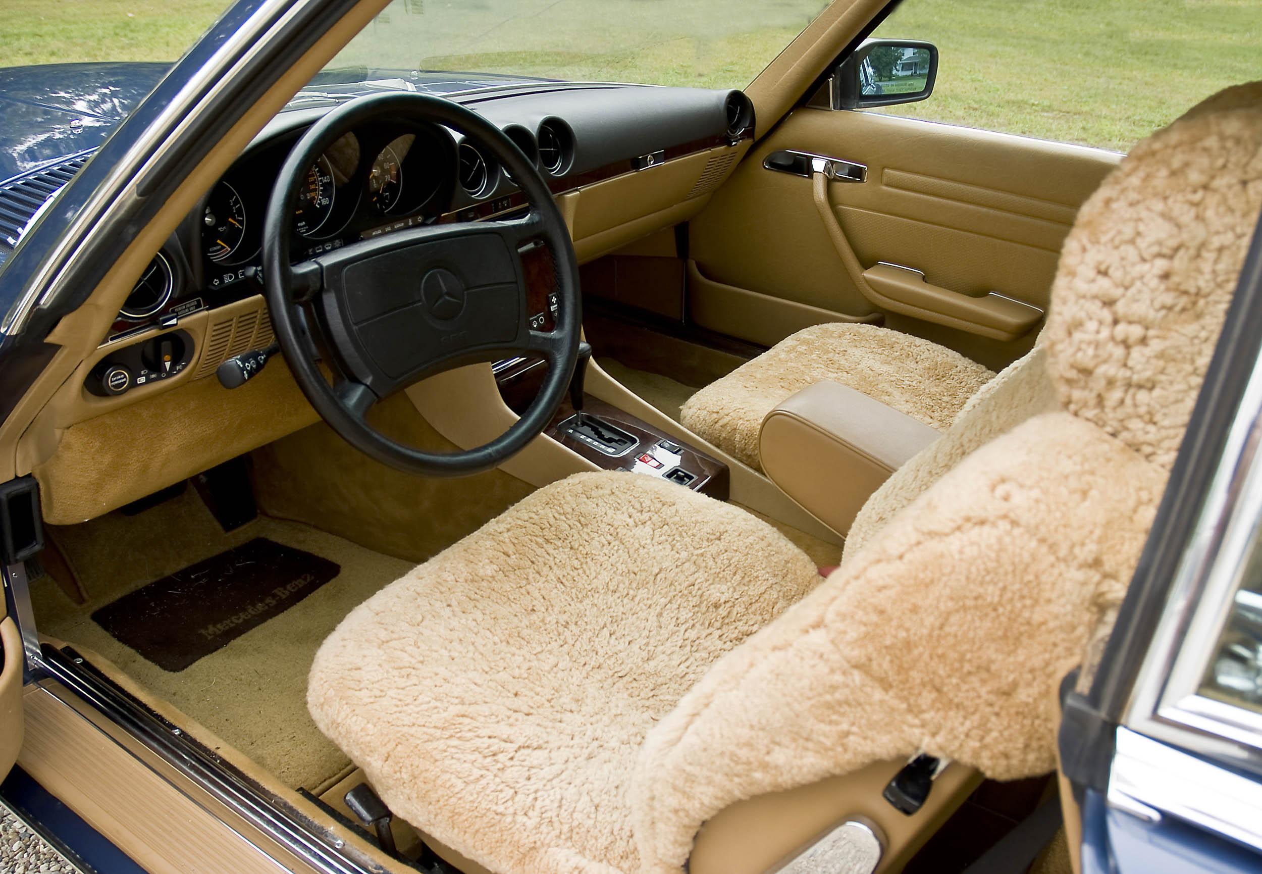 1986 Mercedes-Benz 560 SL interior