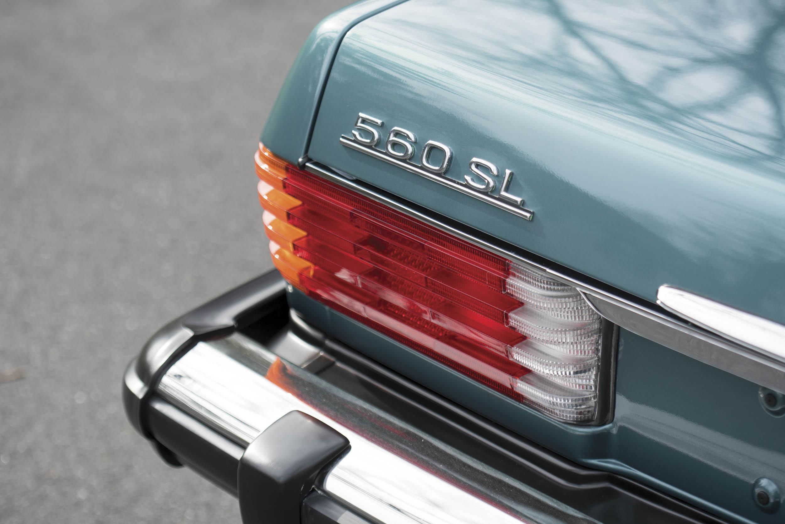 1988 Mercedes-Benz 560 SL badge