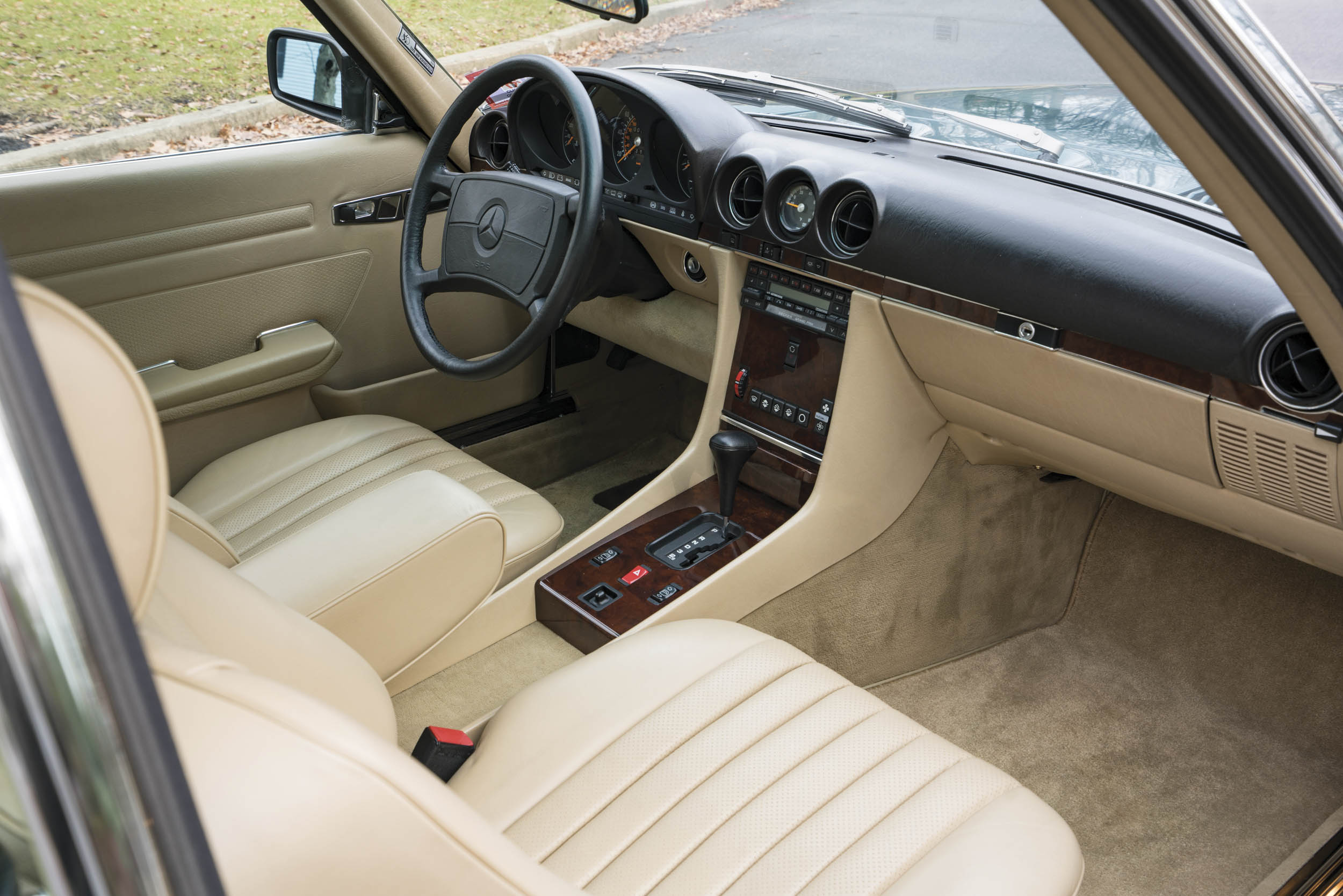 1988 Mercedes-Benz 560 SL interior