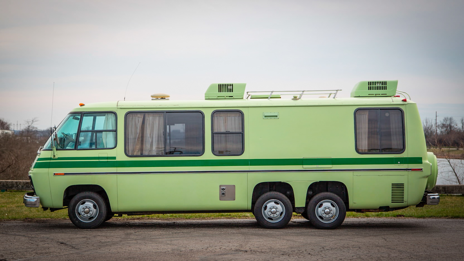 1978 GMC Royale motorhome side profile