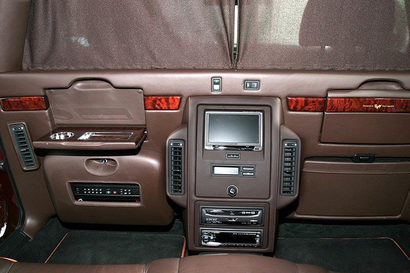 2000 BMW L7 limo back seat detail