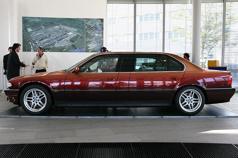 2000 BMW L7 limo side profile
