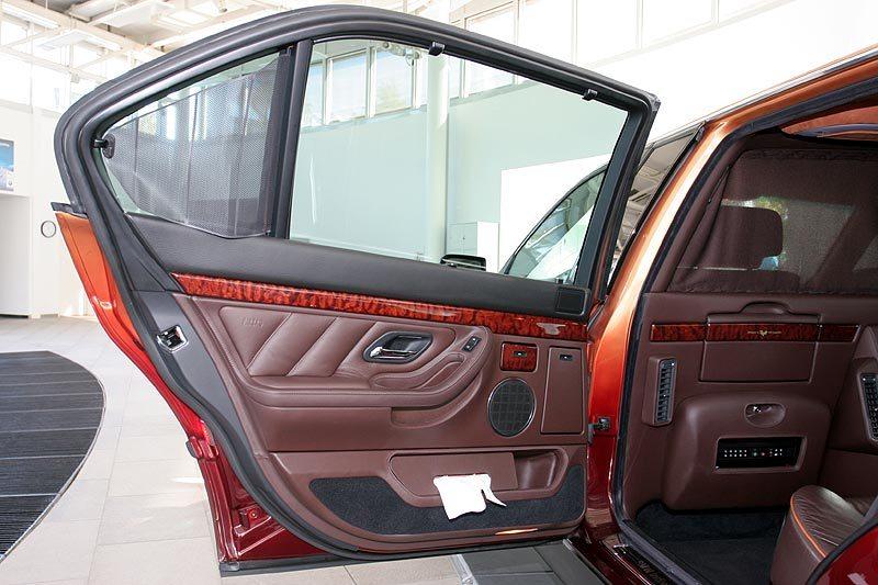 2000 BMW L7 limo door detail