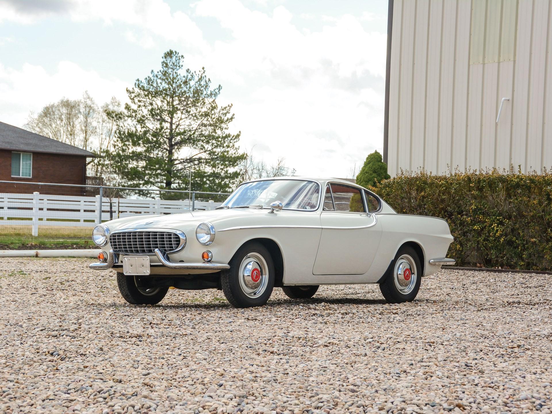 1965 Volvo 1800S 3/4 front