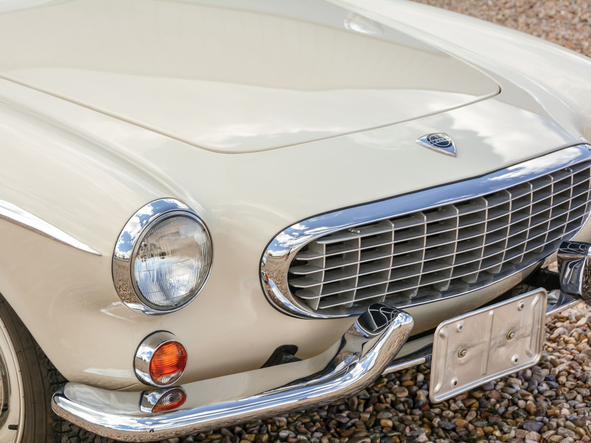 1965 Volvo 1800S grille detail