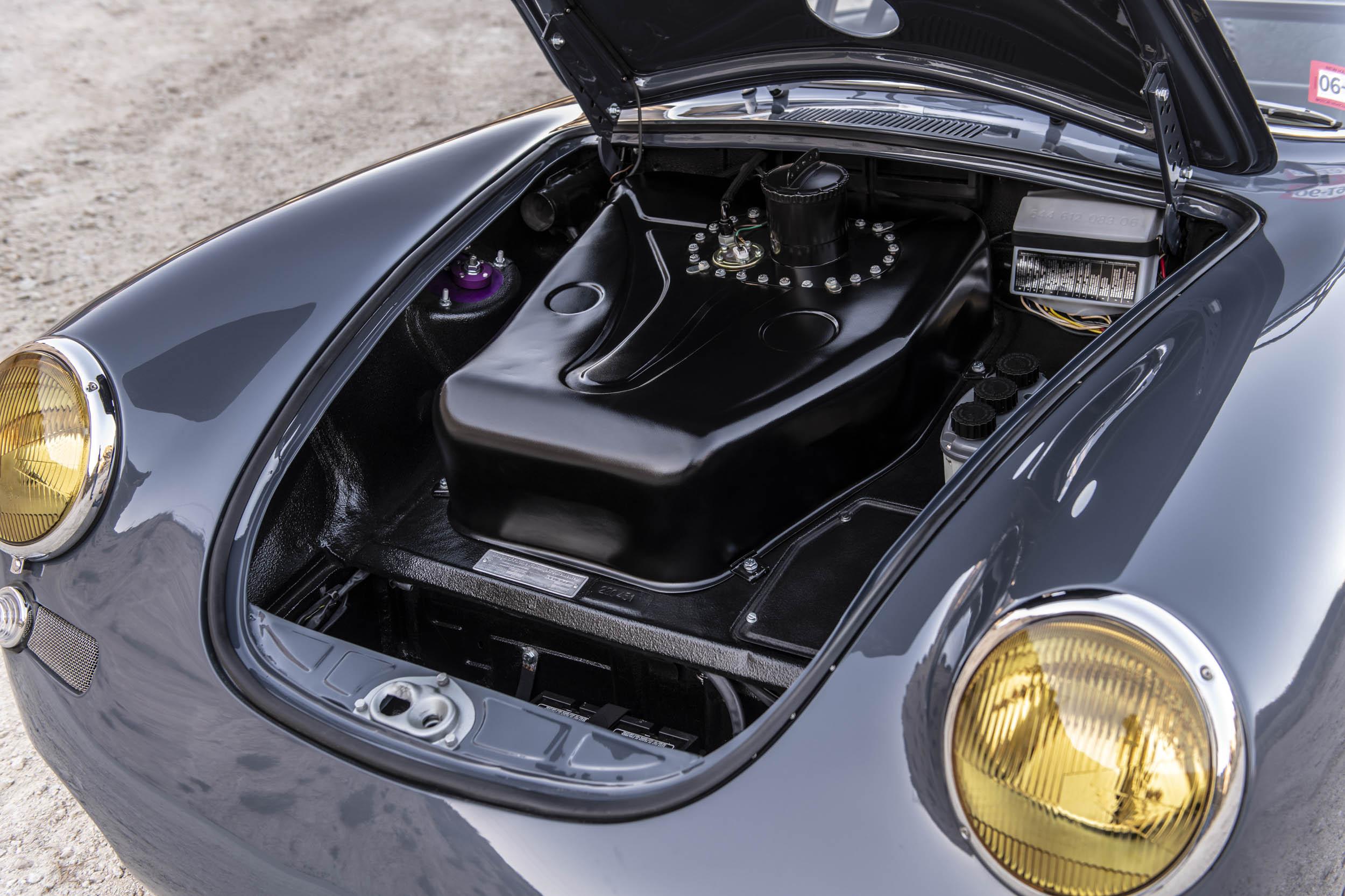 Emory Porsche 356 C4S Allrad frunk