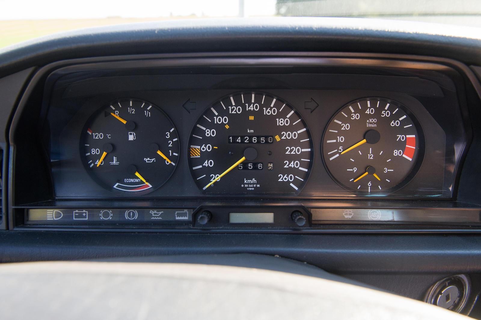 1985 Mercedes-Benz 190E 2.3-16 Sports Saloon gauges
