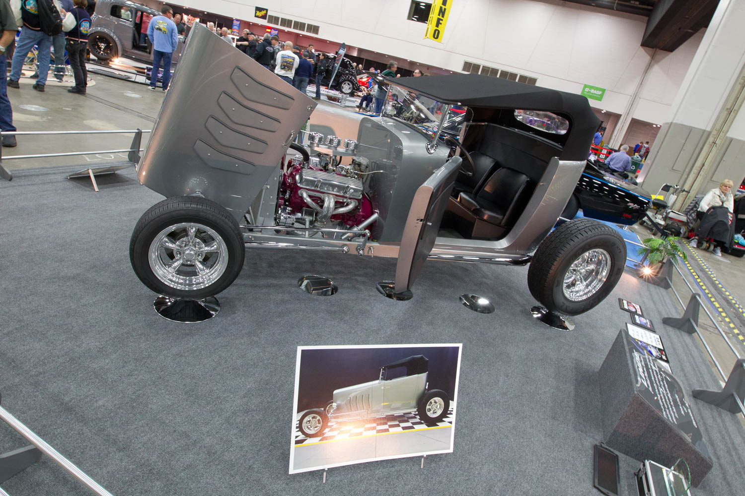 custom hot rod at Autorama 2019