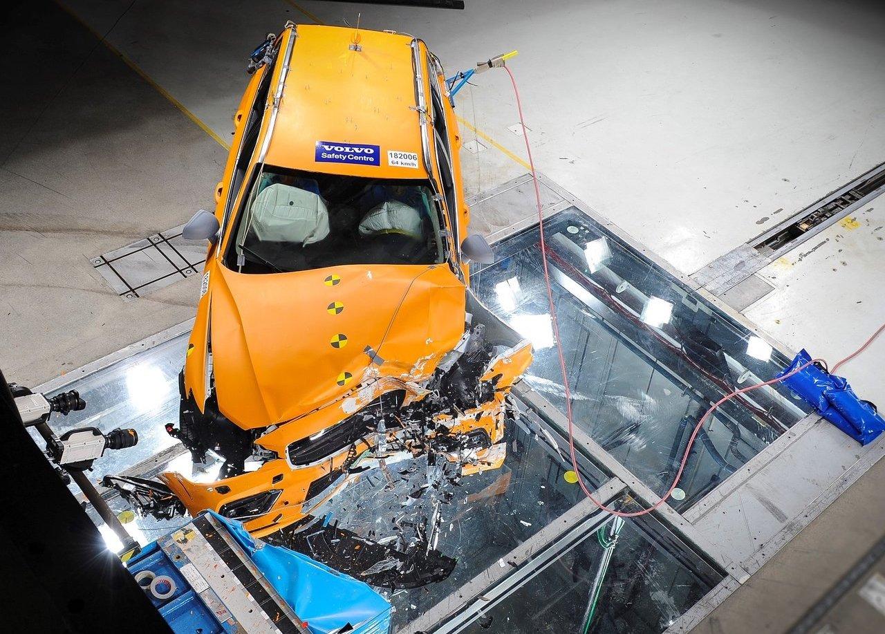 2019 Volvo V60 crash test