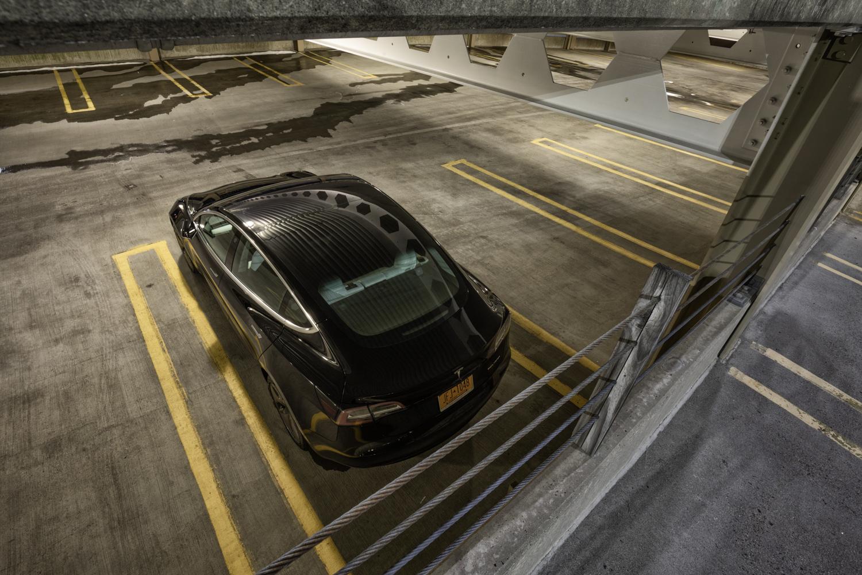 Tesla Model 3 AWD 3/4 rear roof high