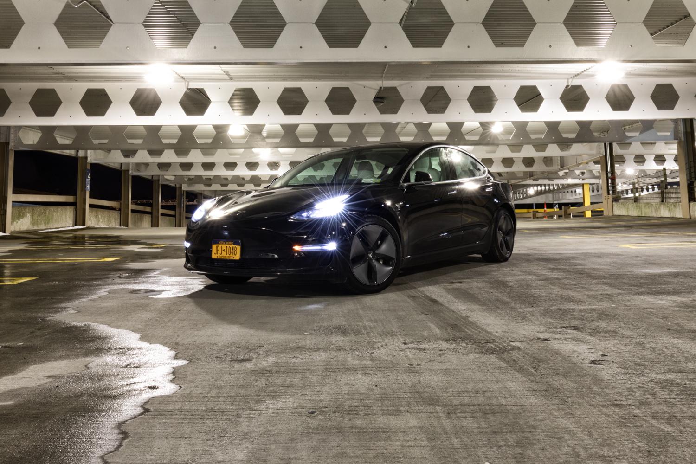 Tesla Model 3 AWD 3/4 front parking deck