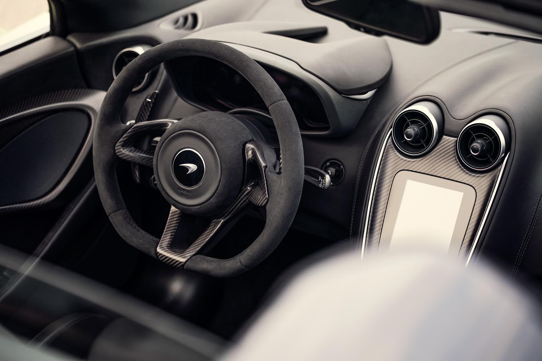 McLaren 600LT Spider steering wheel