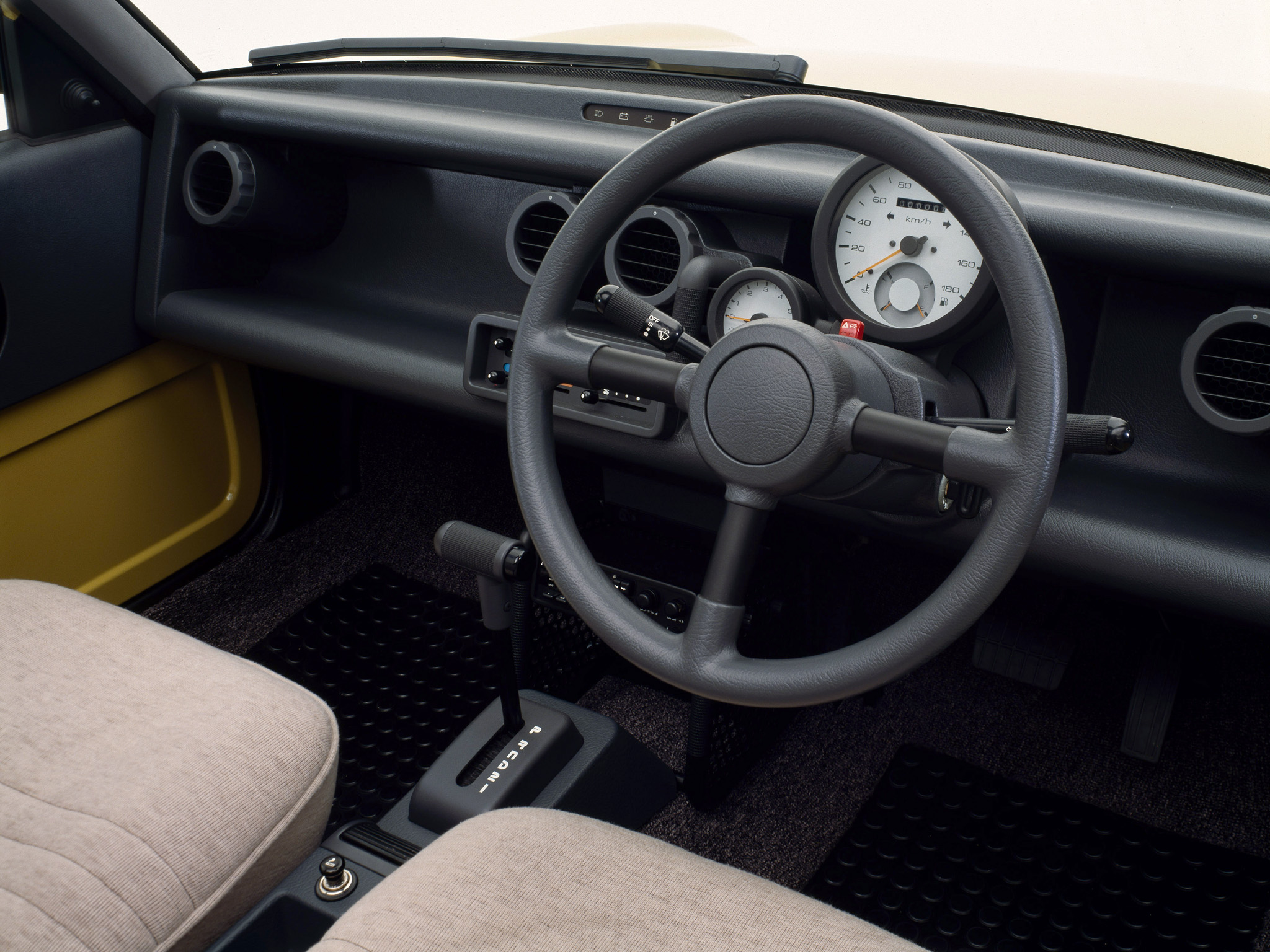 Nissan Be-1 interior