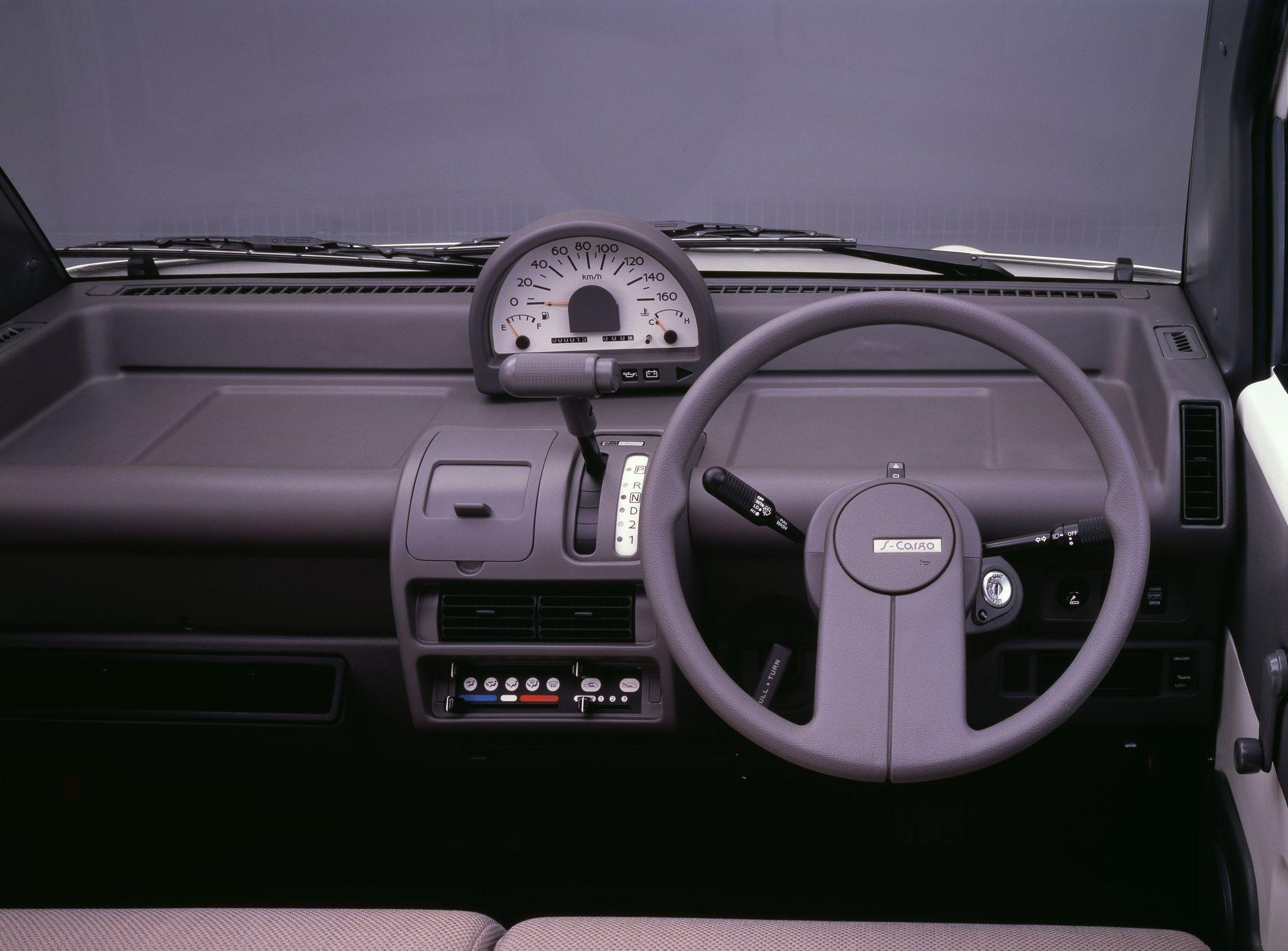 Nissan S Cargo interior