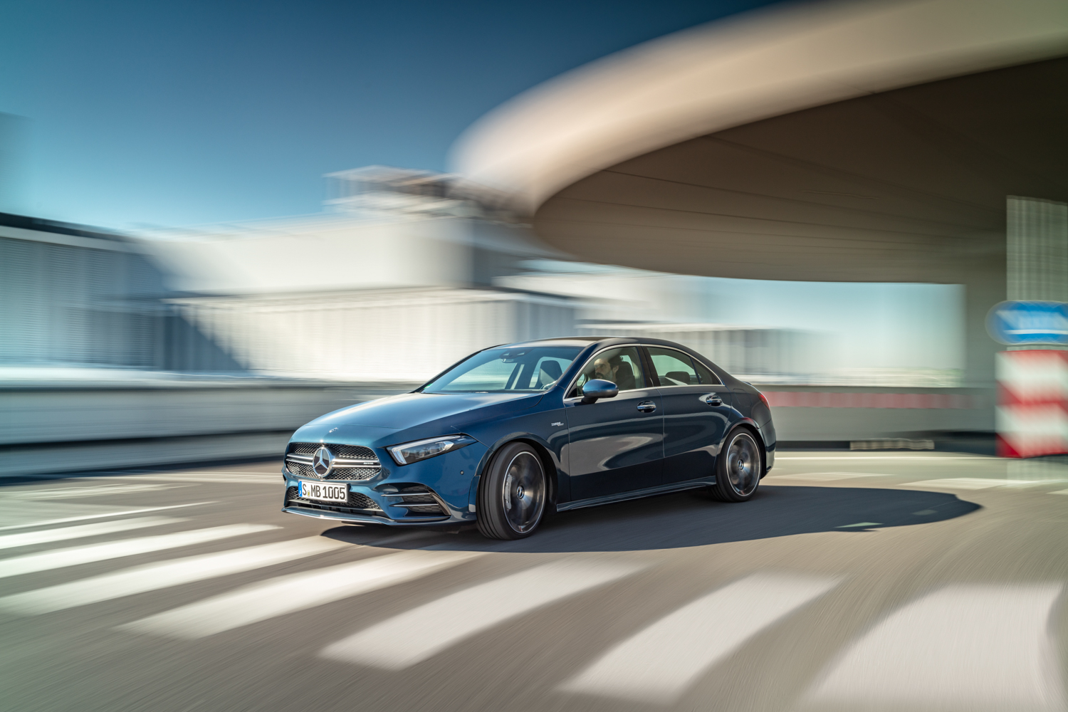 Mercedes-AMG A 35 3/4 front driving