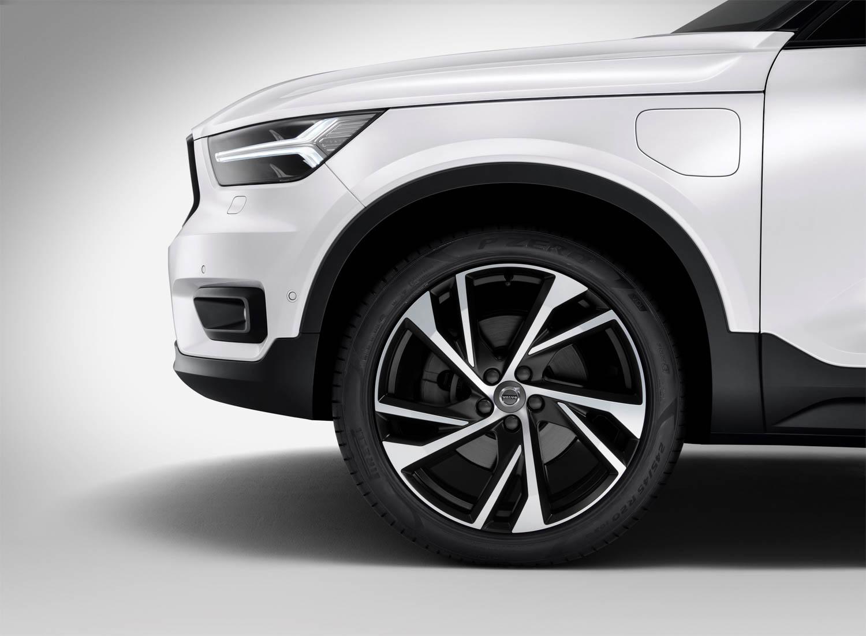 Volvo XC40 T5 plug-in hybrid wheel detail