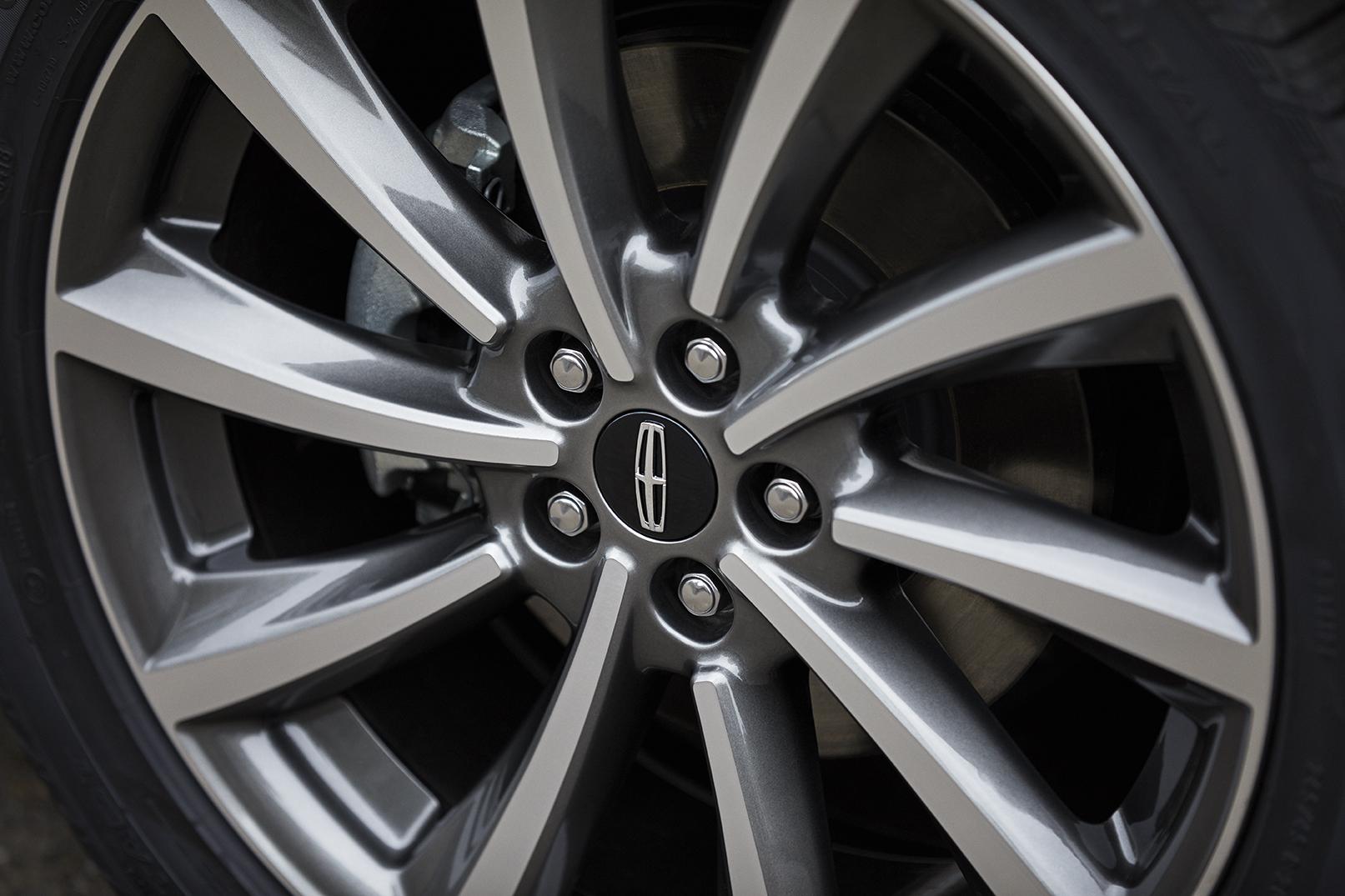 2020 Lincoln Corsair wheel detail
