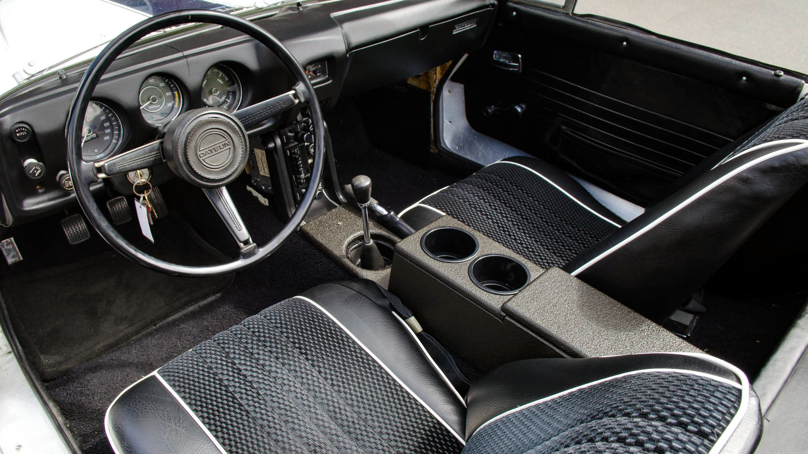 1970 Datsun 1600 interior