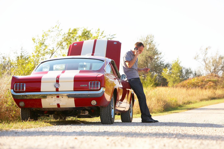 Mustang GT350 roadside on phone