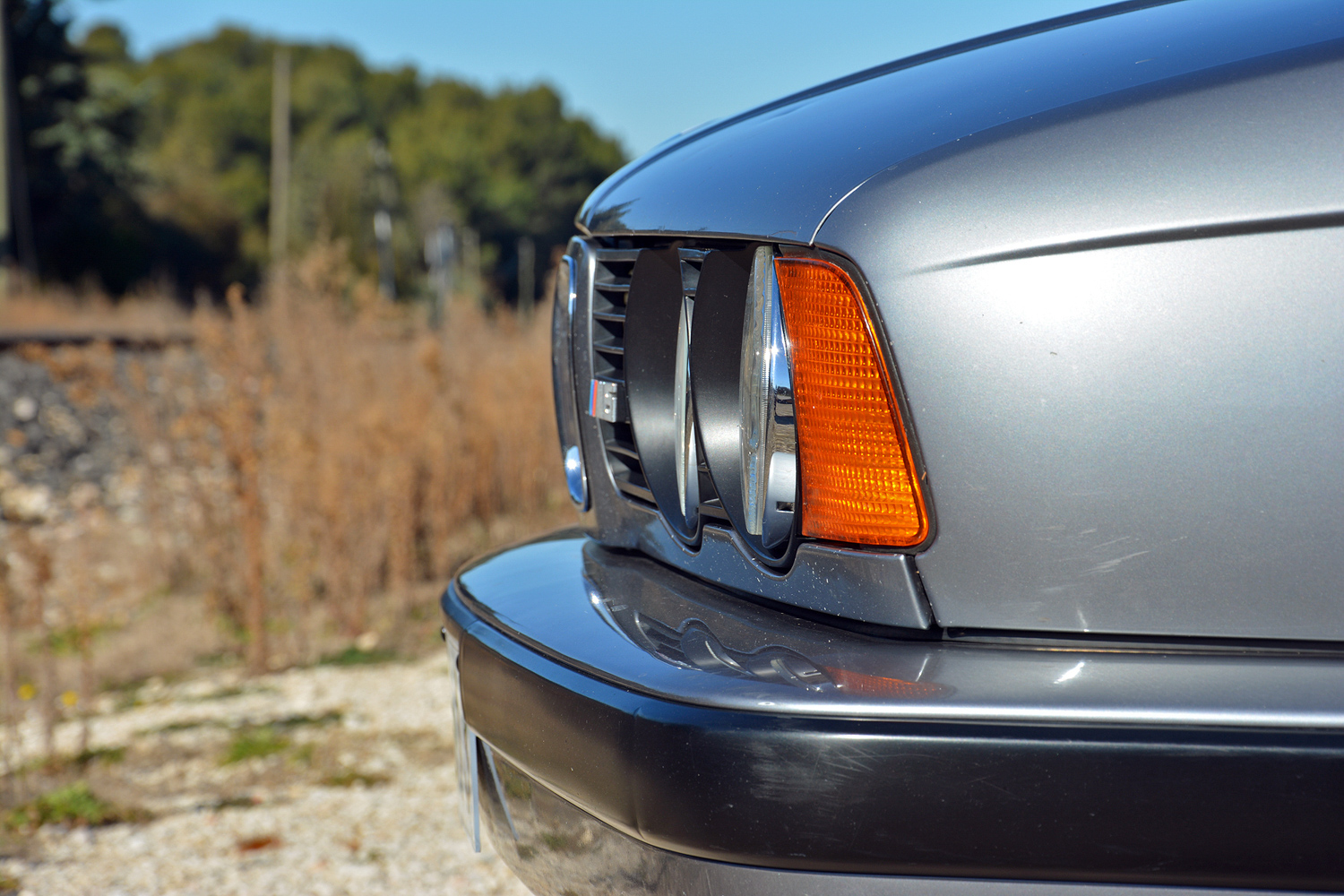 BMW M5 (E34) grille and headlight detail