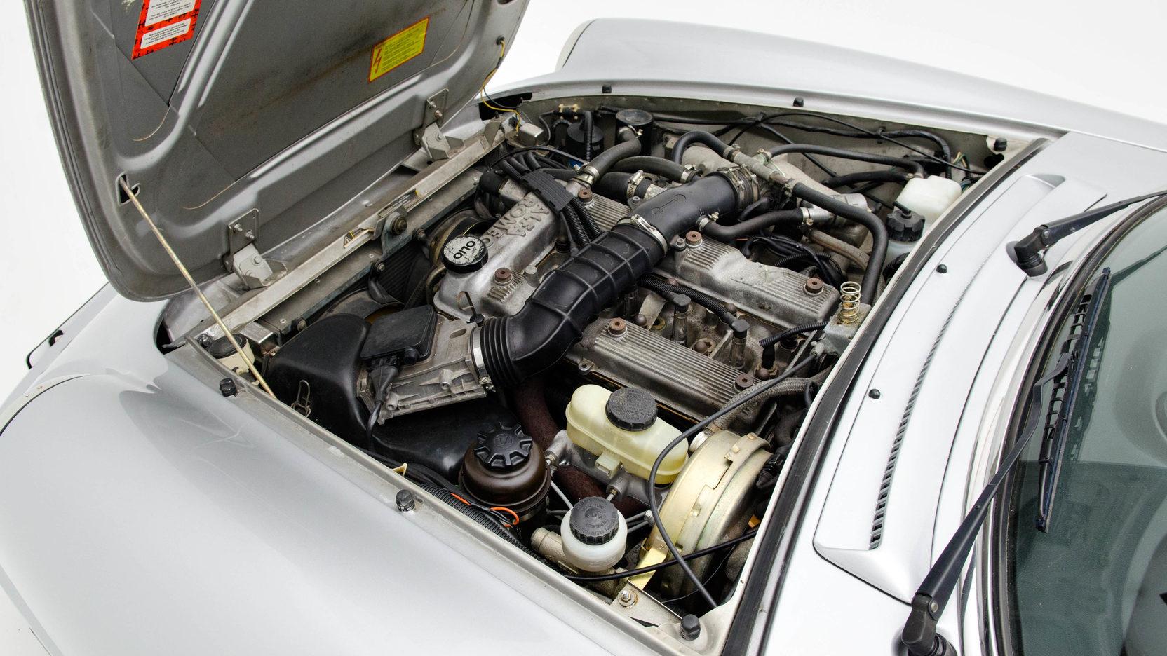 1991 Alfa Romeo Spider engine