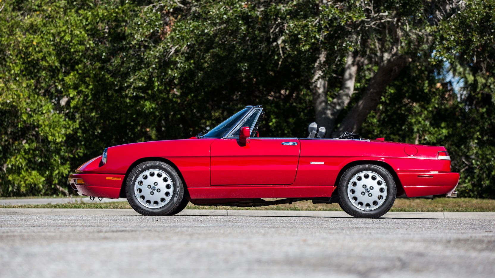 1992 Alfa Romeo Spider side profile
