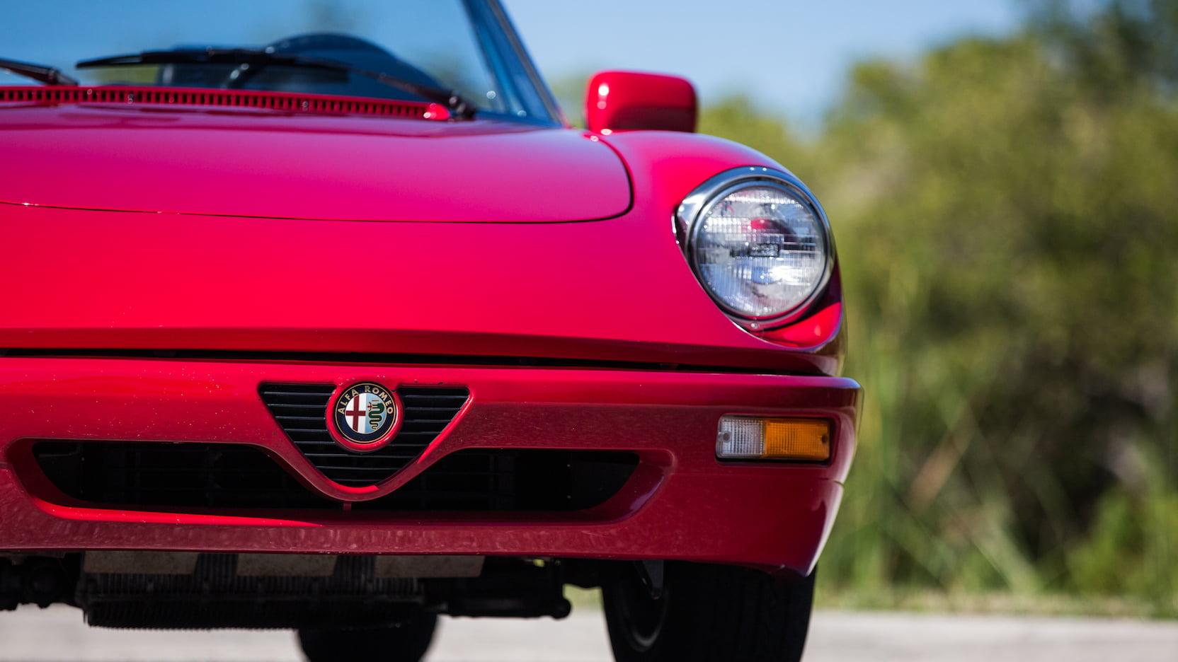 1992 Alfa Romeo Spider nose