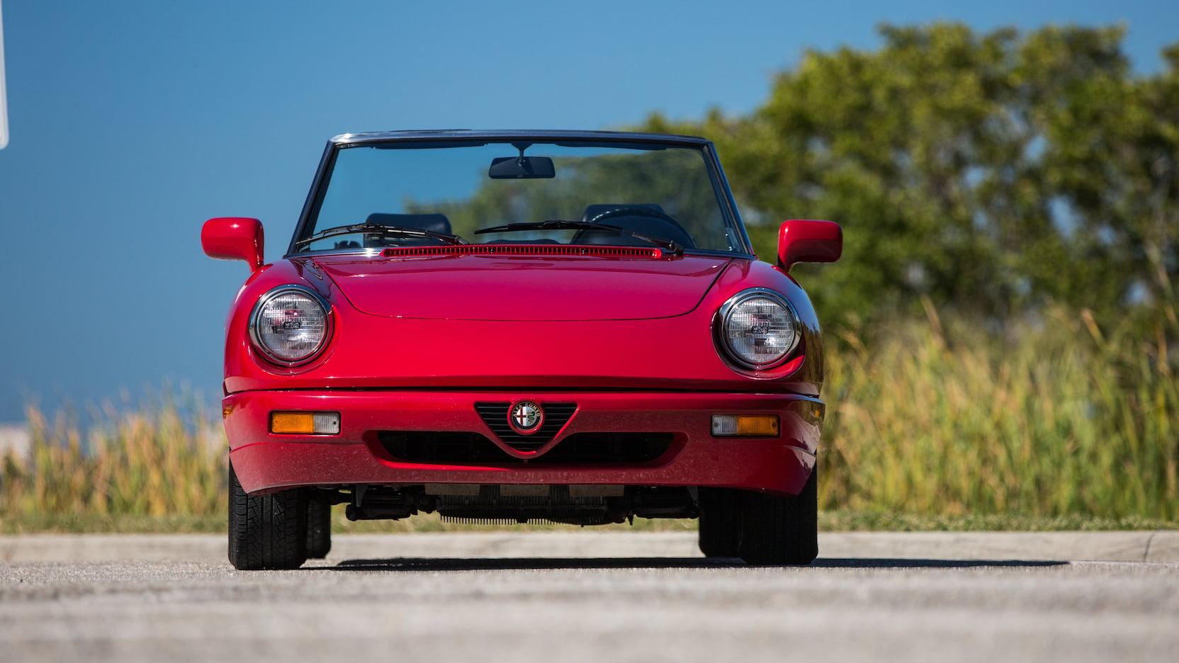 1992 Alfa Romeo Spider front