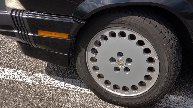 1988 Alfa Romeo Milano 3.0 Verde wheel detail