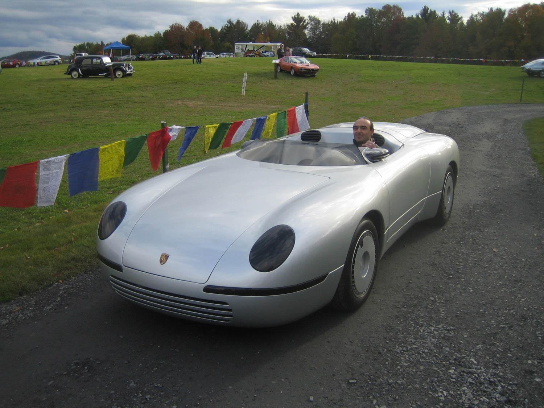 Spexter at a car show