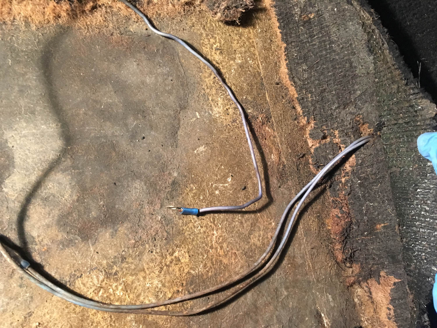 At least on a fiberglass-bodied car, wires like this don't ground out.