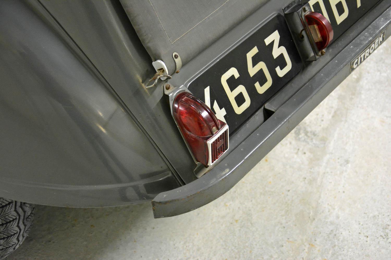 1954 Citroën 2CV A tail light