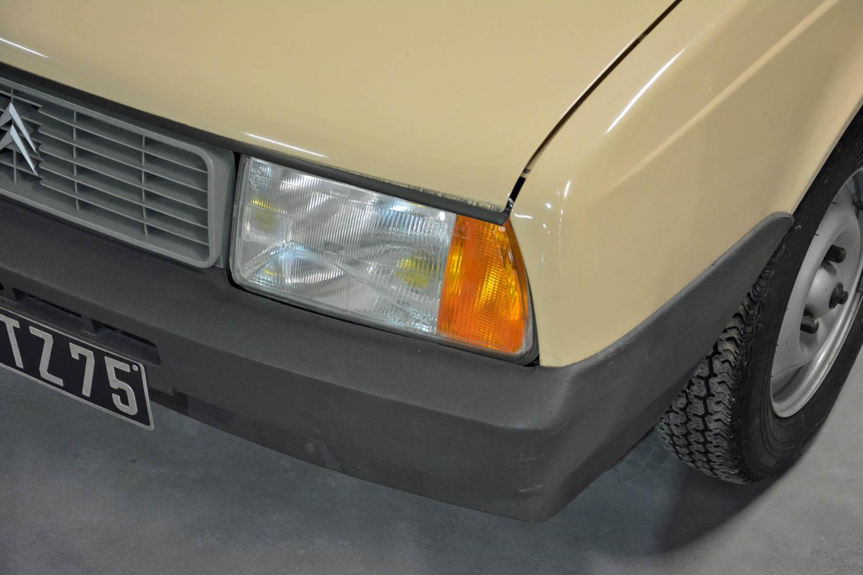 1986 Citroën Axel headlight