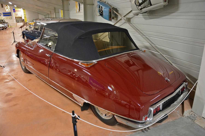 1966 Citroën DS 21 Cabriolet rear 3/4