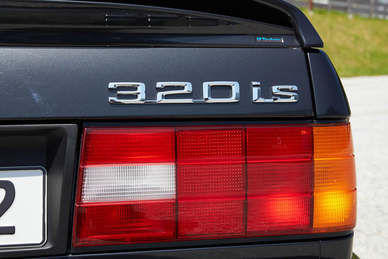 BMW E30 badge