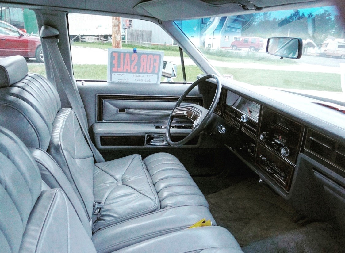 1979 Lincoln Continental Williamsburg Edition front seat