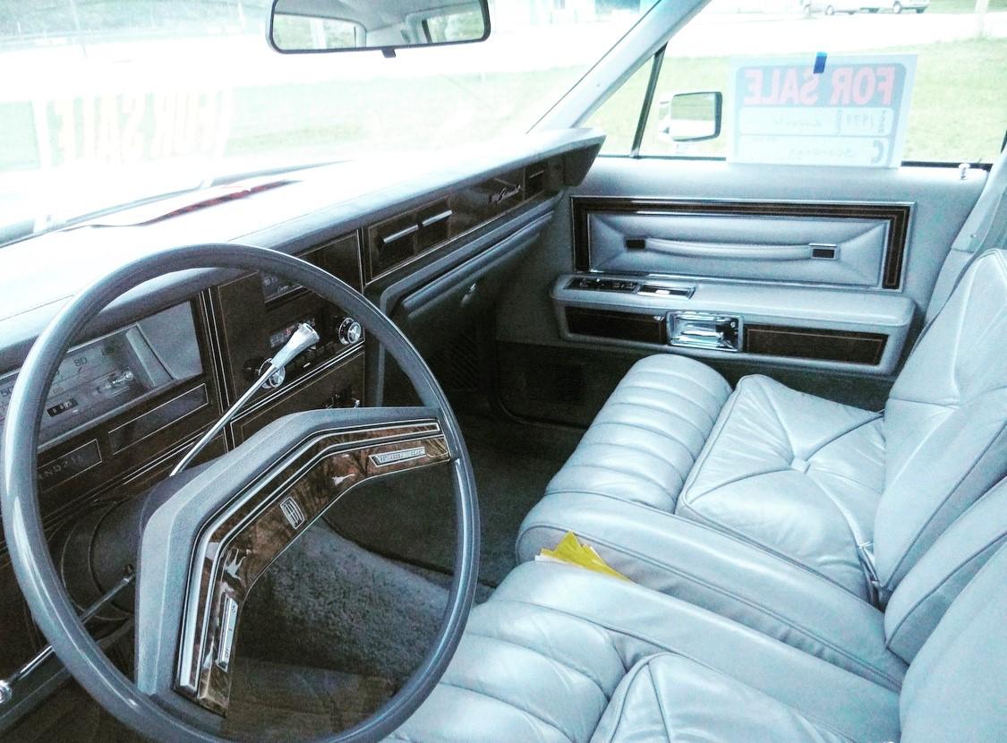 1979 Lincoln Continental Williamsburg Edition interior