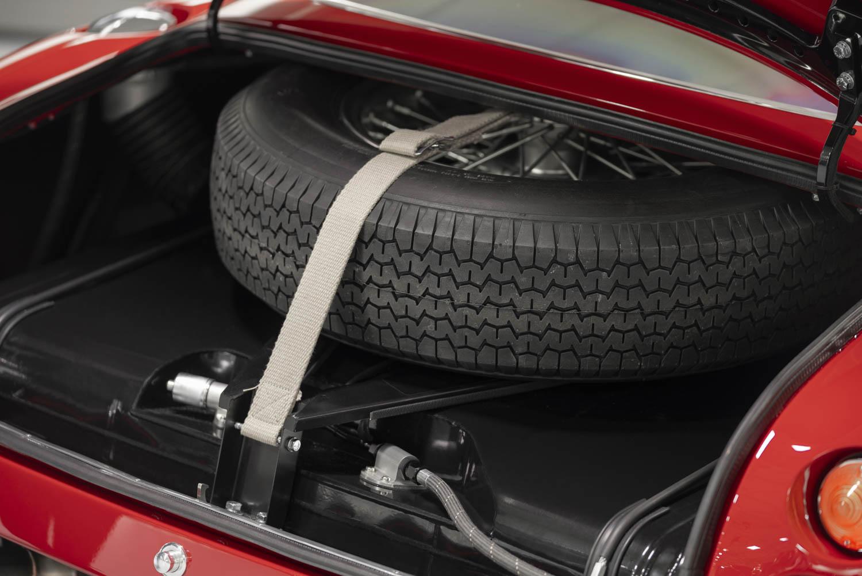 Aston Martin DB4 GT Zagato Continuation spare tire