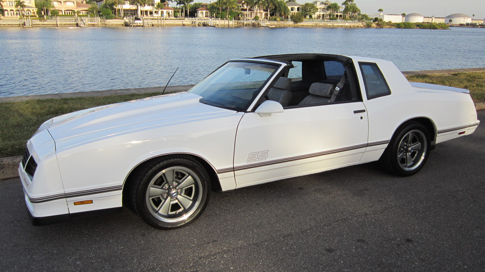 1986 Chevrolet Monte Carlo SS front 3/4