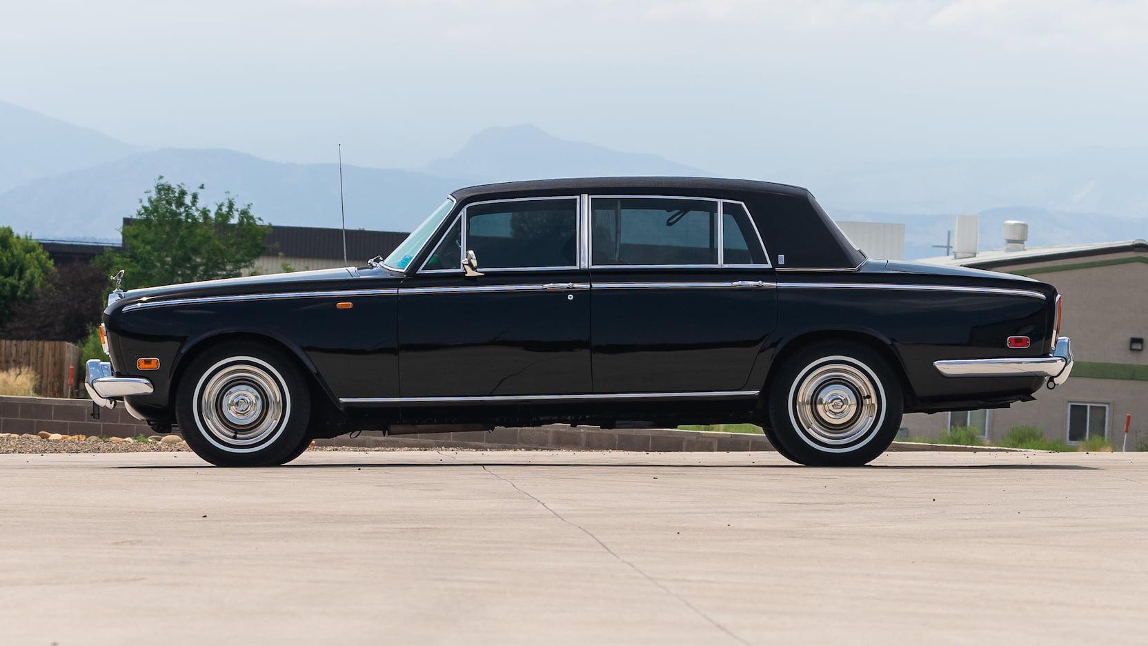 1971 Rolls-Royce Silver Shadow profile