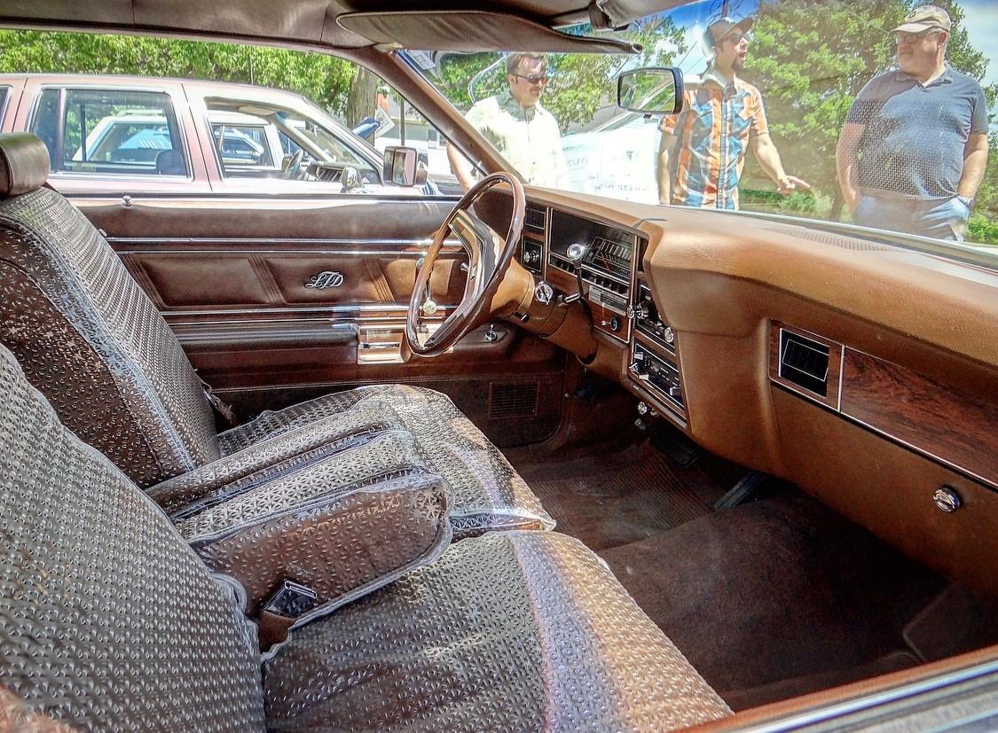 Ford LTD Landau interior