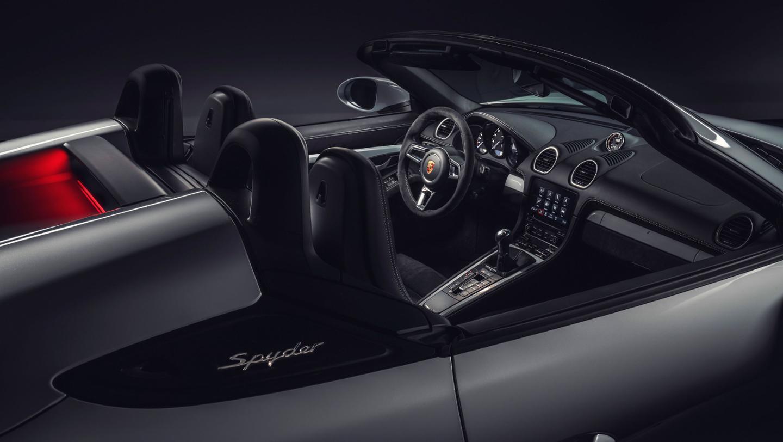 2019 Porsche 718 Spyder Interior