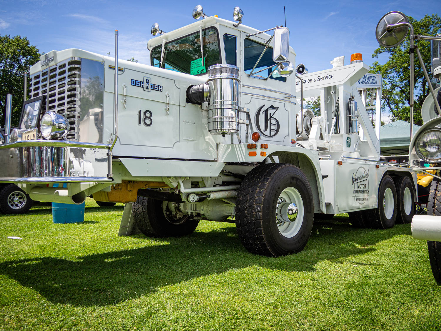 This 1970 Oshkosh C2044 wrecker with a front axle set back just about as far as you can set an axle back has an apt vanity plate: UGLY.