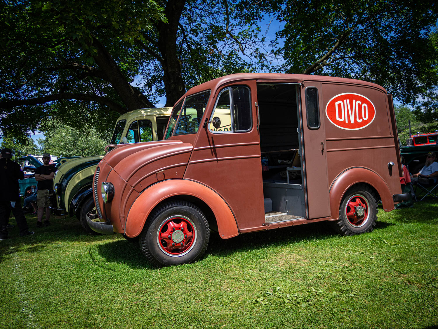 This pair of Divco 15 milk trucks were the only ones I encountered. Not much changed in the design between 1939 (foreground) and 1955.
