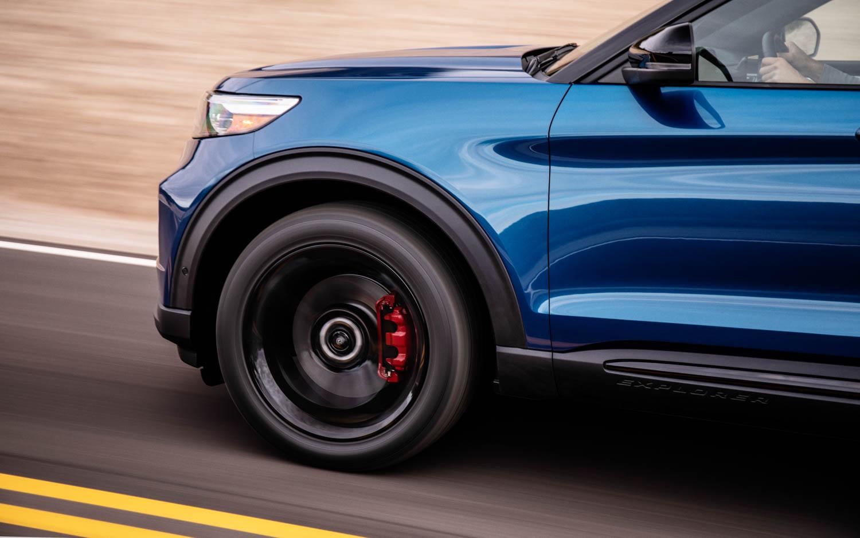 2020 Ford Explorer ST front quarter