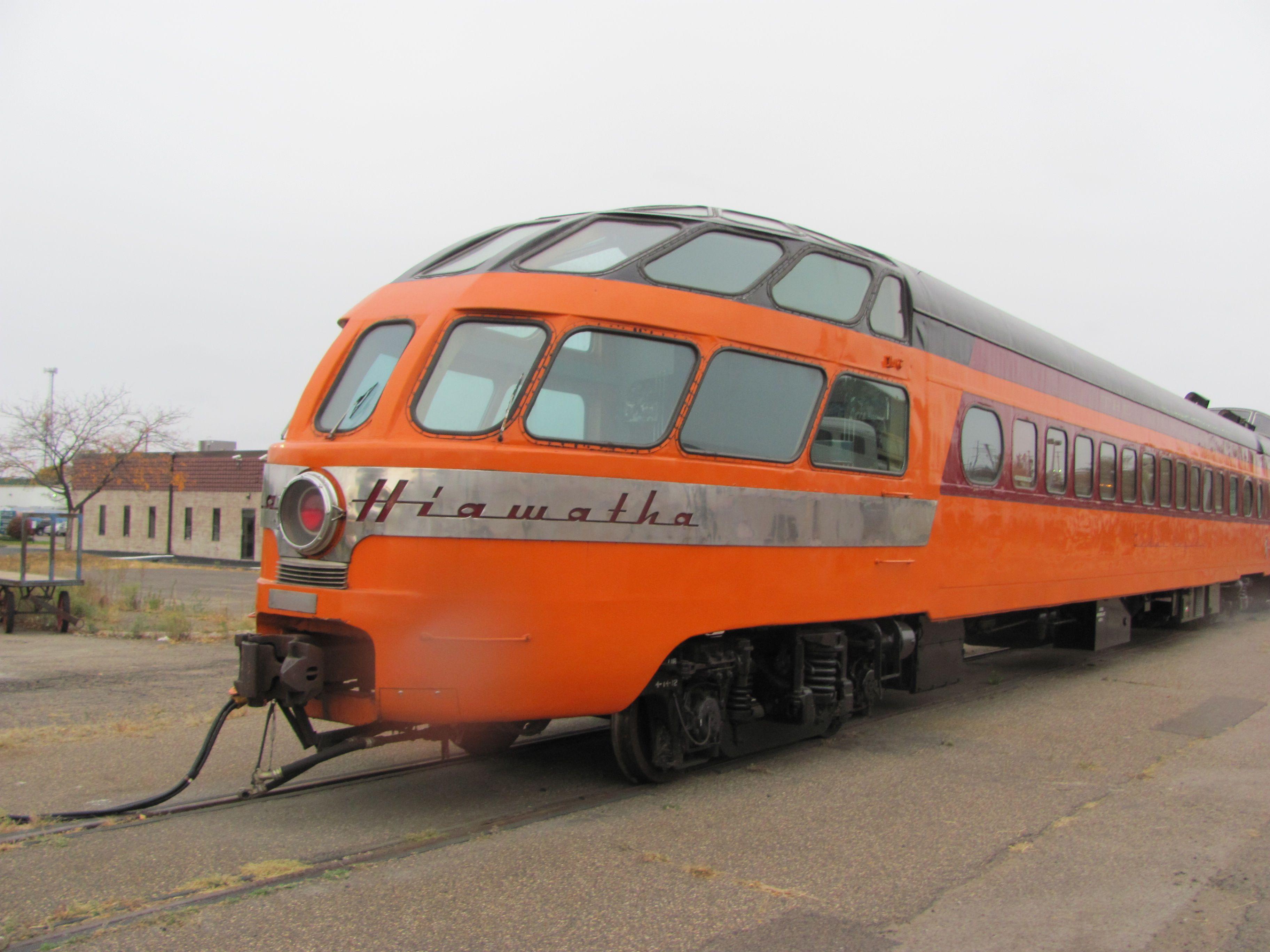 Skytop Lounge train