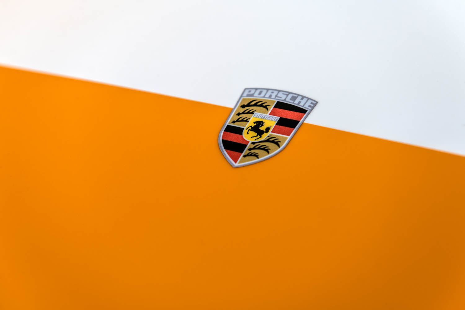 Emory Porsche 911K badge