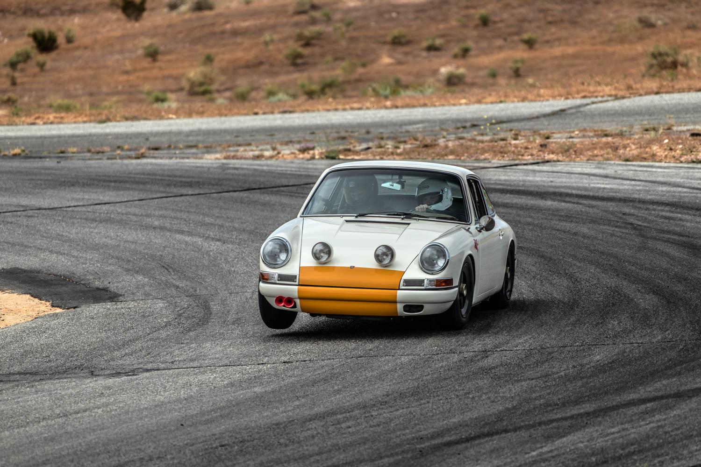 Emory Porsche 911K tire lift