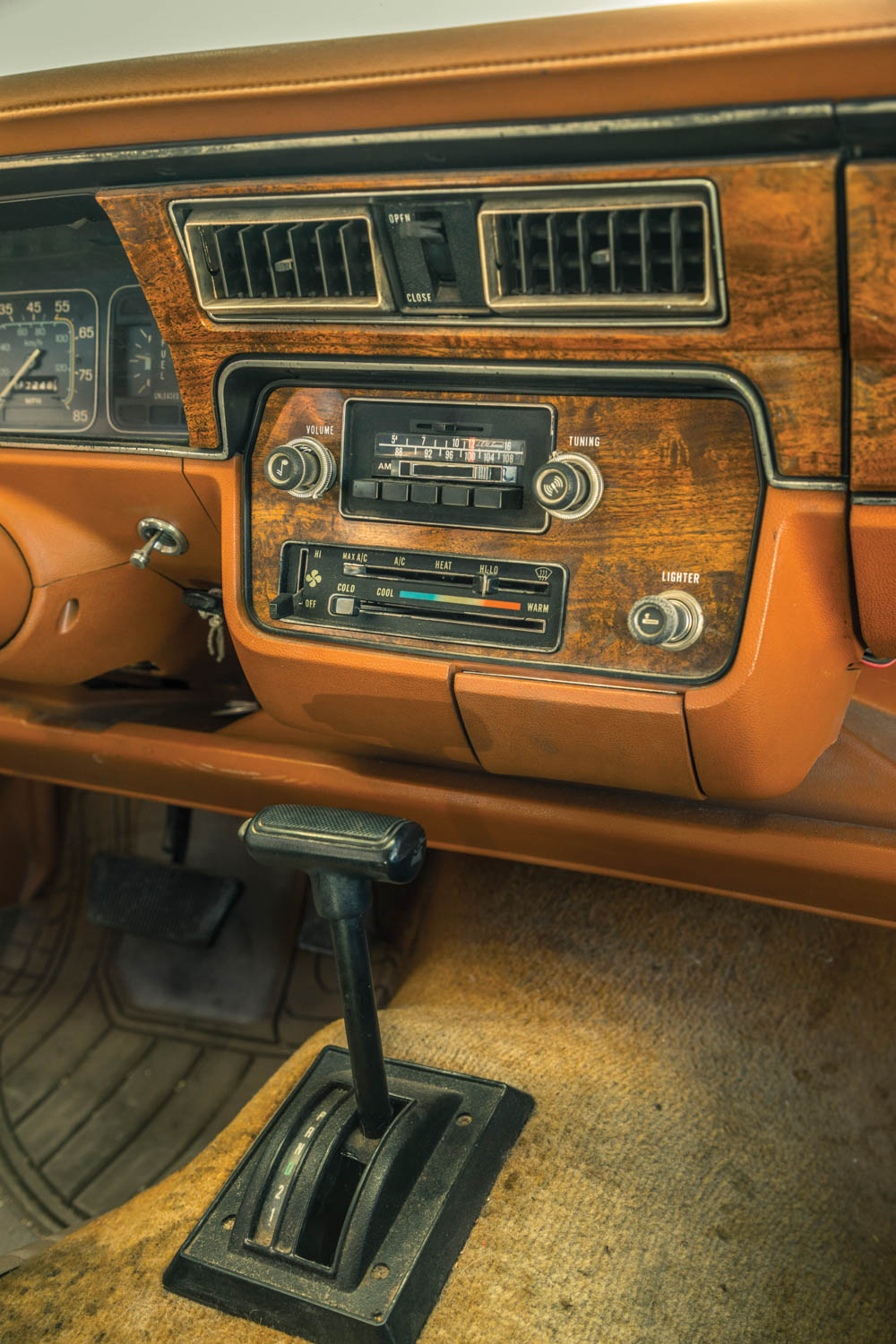 The Eagle's center dash pod floats above all with generous wood trim.